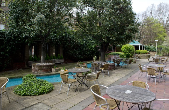 Bedford-Hotel-garden-restaurant-patio